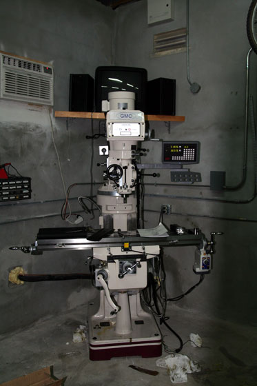 07 29 09 milling machine in garage DRO on and head up